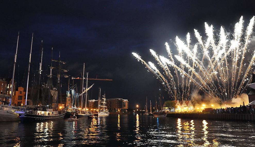 Plaża w środku miasta, gry i zabawy, szanty i bitwa morska. 21 żaglowców na 21 lat Baltic Sail Gdańsk