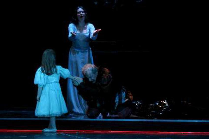 """Zamiast dramatu politycznego – opowieść o miłości, nienawiści i zemście. """"Rigoletto"""" w Operze Bałtyckiej"""