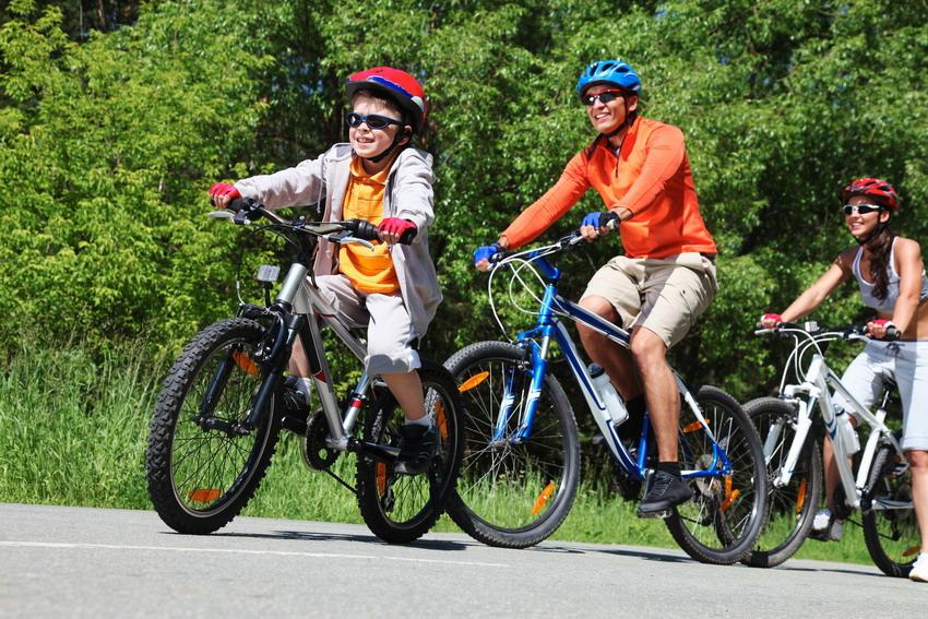Rower, hulajnoga czy wózek z pociechą.  Zabierz swoje kółka i kręć nimi na gdańskim stadionie