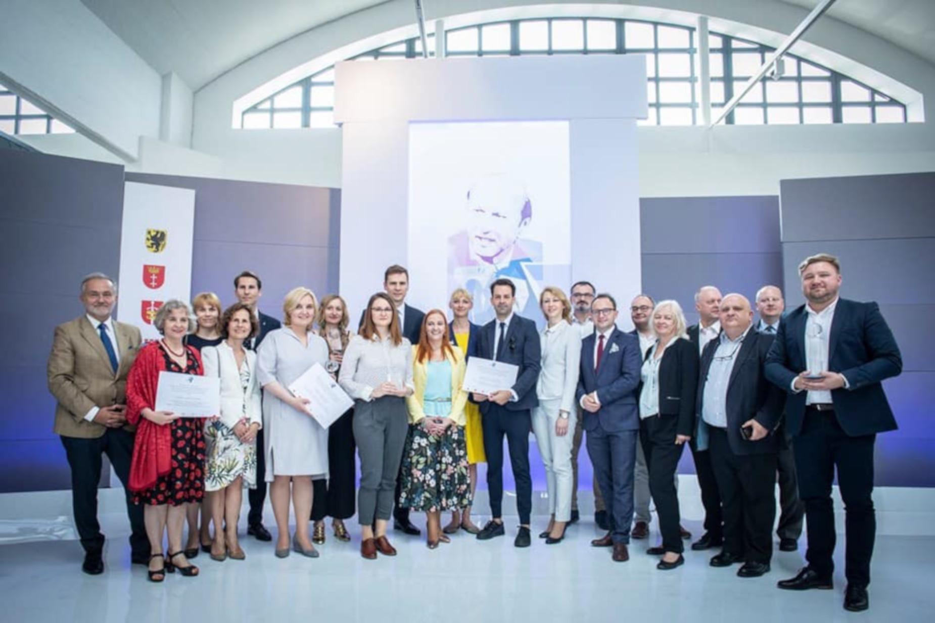 Piszą o życiu Polaków na całym świecie. Najlepsi dziennikarze polonijni odebrali Nagrody im. Macieja Płażyńskiego
