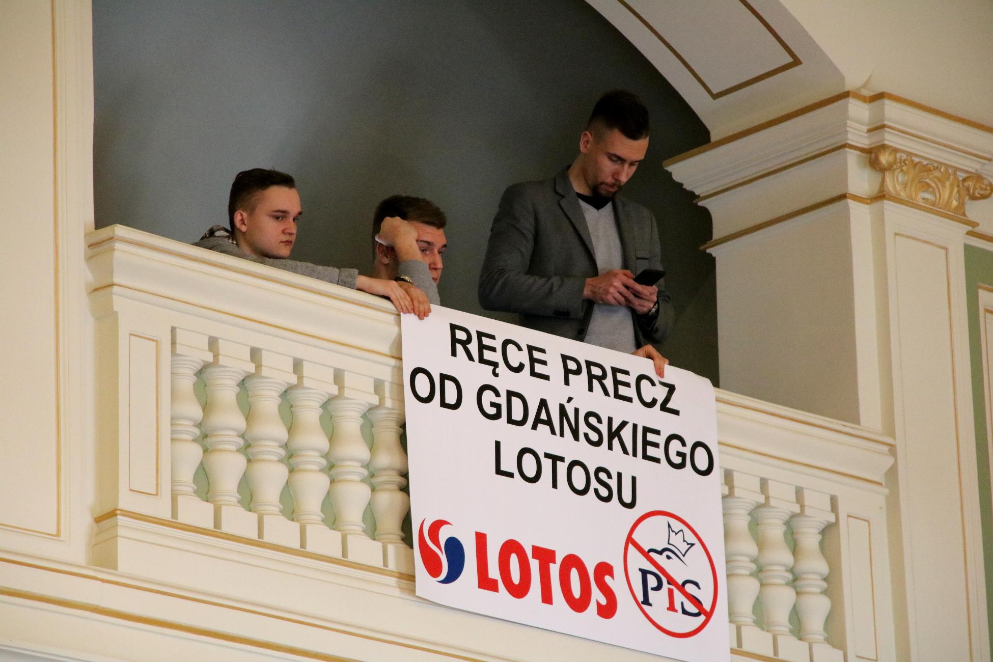 Nie przenoście nam Lotosu do Warszawy. Apel Rady Miasta Gdańska  do rządu PiS w sprawie przyszłości spółki