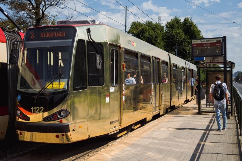 Złoty tramwaj na torach. Co ma wspólnego z Sądem Ostatecznym Hansa Memlinga?