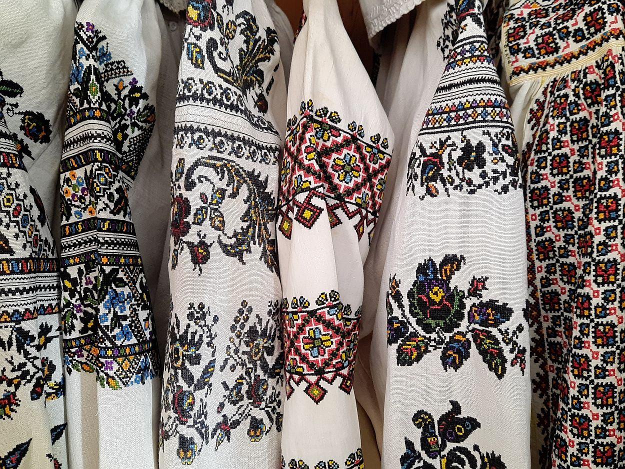 Chcesz zobaczyć tkaniny z różnych zakątków Polski, odwiedź wystawę czasową w Swołowie. Podziwiać można m.in. kapy, stroje ludowe, ręczniki