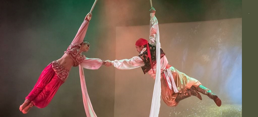 """Taneczne ewolucje w powietrzu. """"Przygody Sindbada"""" w Teatrze Szekspirowskim"""