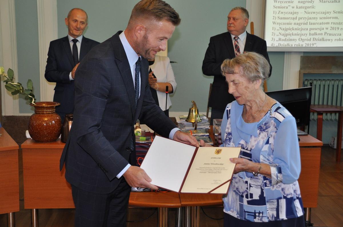 Niezwykła seniorka ma 99 lat i jest pełna zapału. Kto jeszcze został wyróżniony w Pruszczu, a kto w Bytowie?