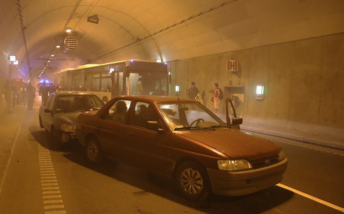 Karambol i pożar w tunelu. Blisko 40 poszkodowanych. Ćwiczenia ratownicze w tunelu pod Martwą Wisłą [ZDJĘCIA]