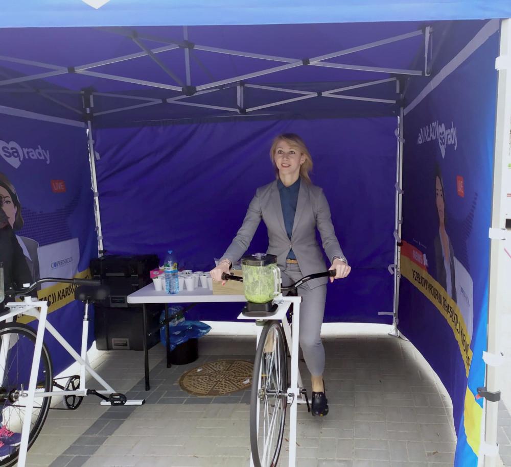 Agnieszka Kapała-Sokalska na rowerze