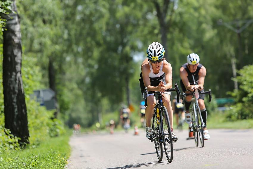 Bieg, jazda na rowerze, pływanie – morderczy wyścig z czasem i słabościami. Garmin Iron Triathlon Stężyca 2017