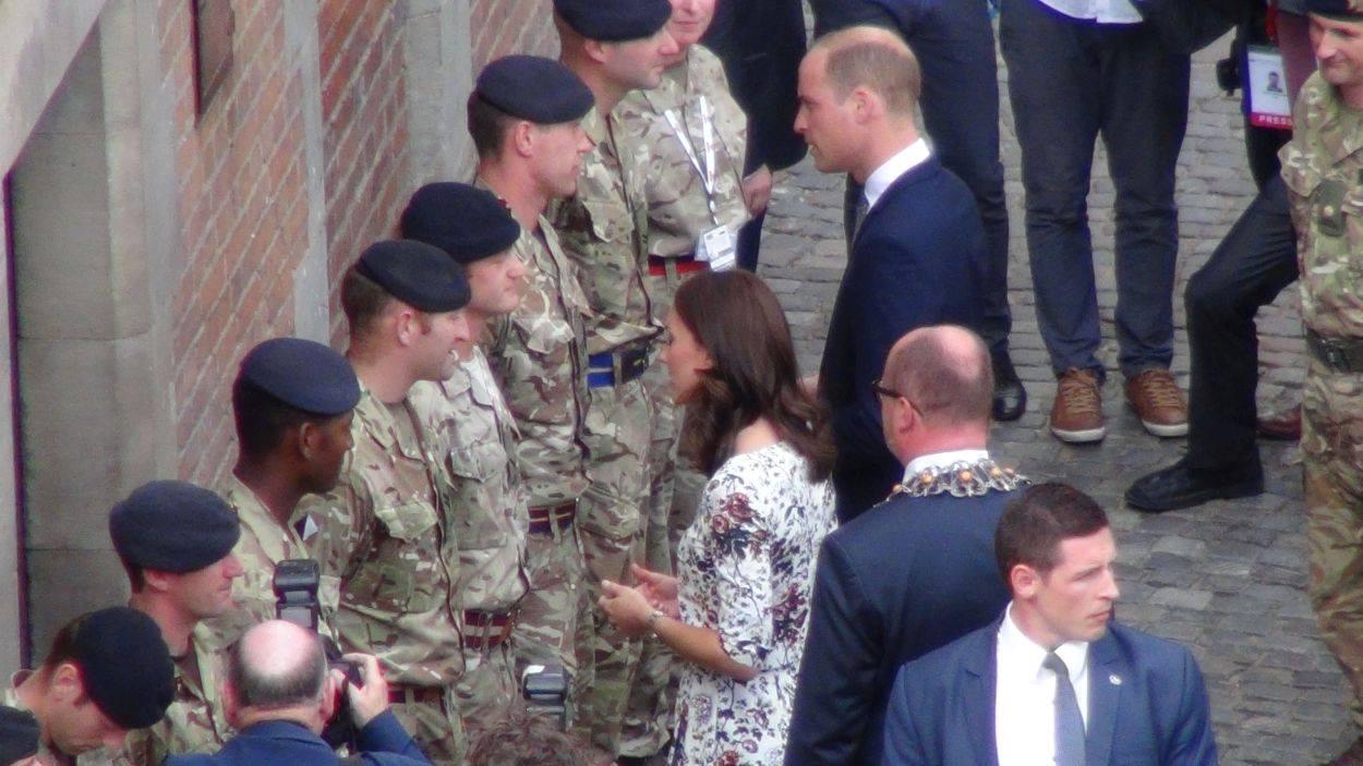 Spotkanie księżnej Kate i księcia Williama z brytyjskimi żołnierzami