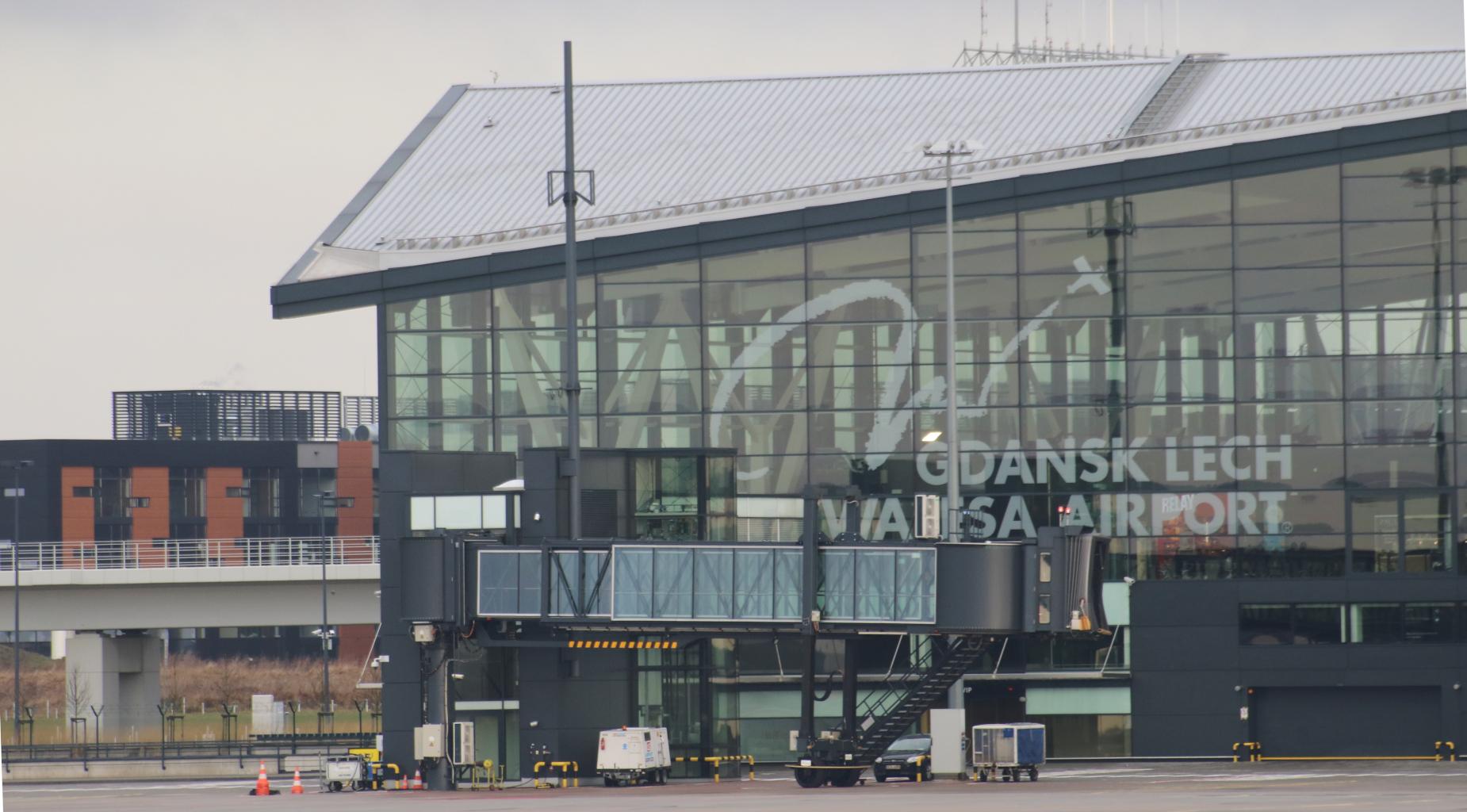 Mgła i chmury już niestraszne. System ILS na gdańskim lotnisku ponownie działa, a samoloty lądują bez problemów