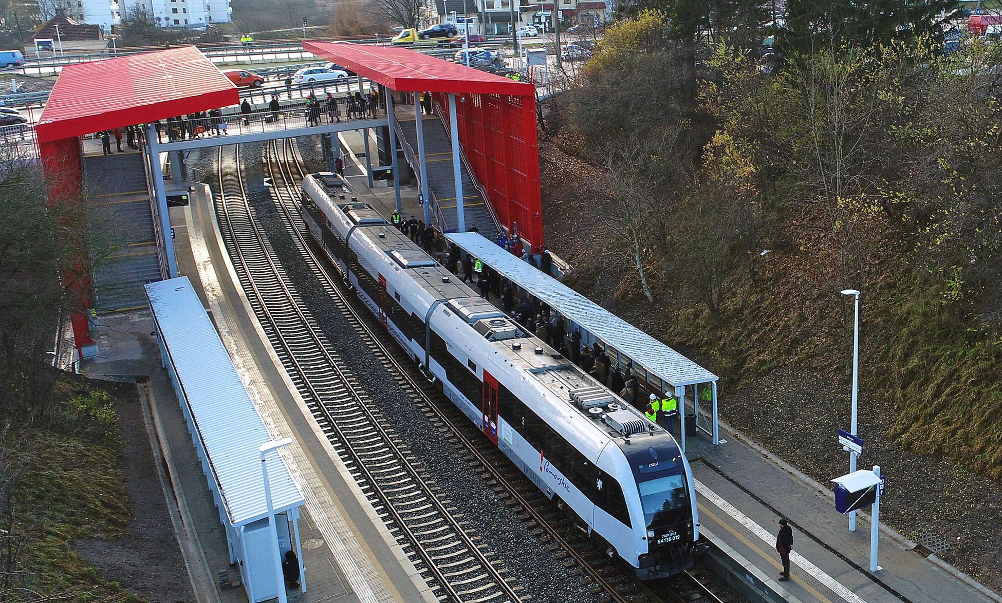 Bilet na peron i na stadion. Dzień otwarty przystanków Pomorskiej Kolei Metropolitalnej w Gdyni