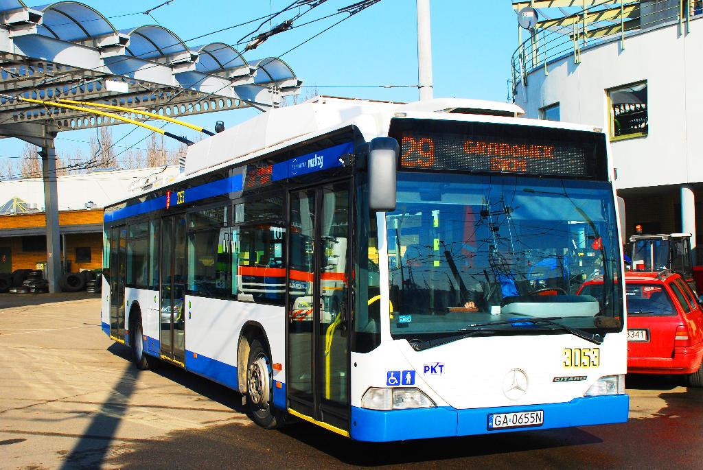 Przejażdżki zabytkowym trolejbusem i gra miejska. Dni Otwarte Funduszy Europejskich w gdyńskiej zajezdni trolejbusowej