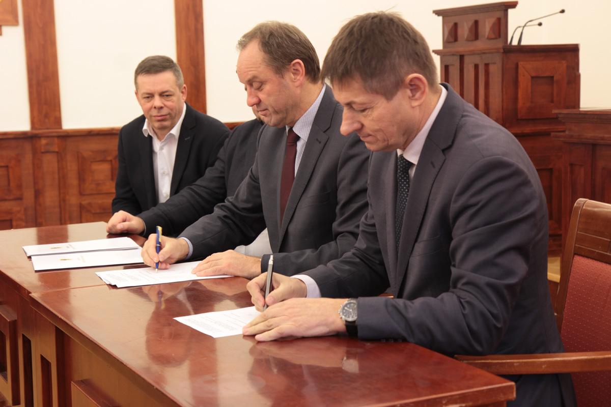 Pół miliona złotych dla 6 gmin poszkodowanych w nawałnicy. Przeznaczone będą m.in. na wypłatę zasiłków
