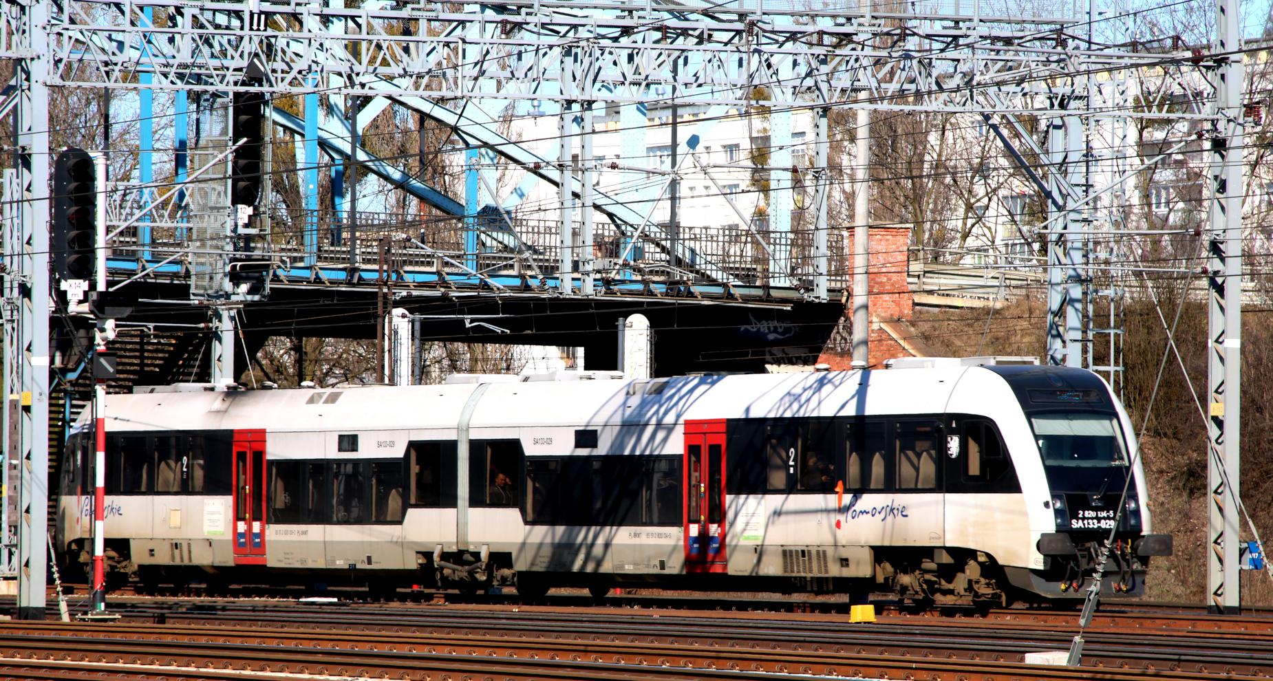 Nowe bilety dla rowerzystów. Dodatkowe pociągi na lato oraz fabrycznie nowe składy. Zobacz, co słychać na pomorskiej kolei