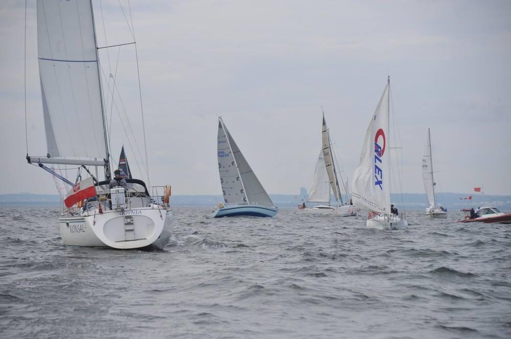 Kilkunastu samotnych żeglarzy zmierzy się w czterech wyścigach. Który z nich okaże się najlepszy podczas Pro-Air Cup ?