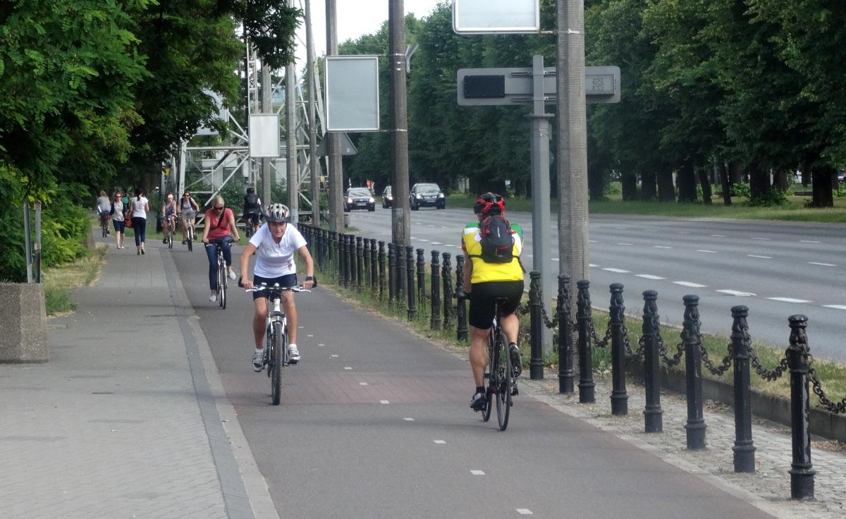 Jeździsz do pracy, na zakupy czy randkę rowerem? Zbieraj punkty za kilometry w grze rowerowej i odbieraj nagrody