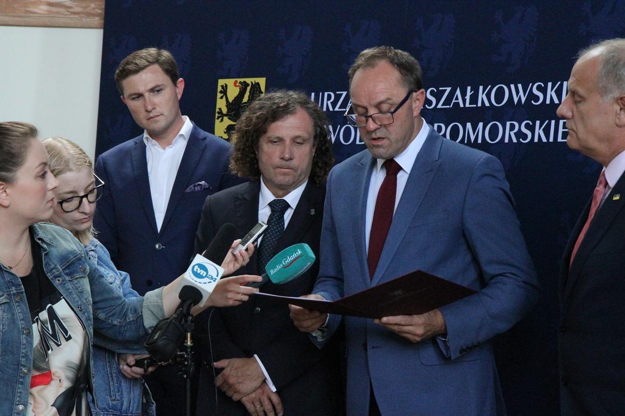 """""""Przyszedł czas, aby powiedzieć: Dosyć!"""". List otwarty marszałka Struka w obronie prezydent Gdańska"""