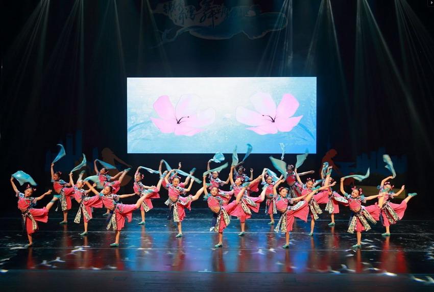 Na styku polskiej i chińskiej tradycji. Finałowy pokaz to efekt warsztatów tanecznych Silkroad Expression