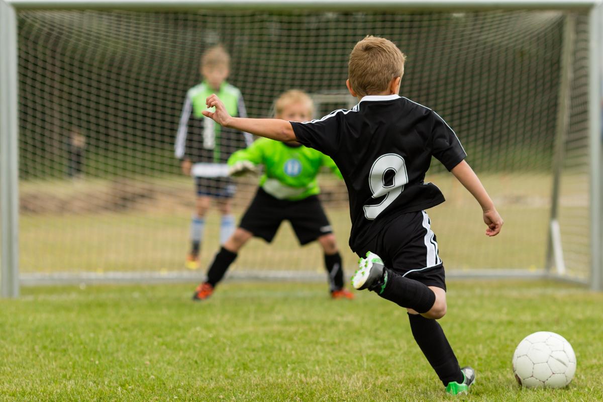 Mikołaje zagrają w piłkę. Zimowa edycja turnieju piłkarskiego Do Przerwy 0:1