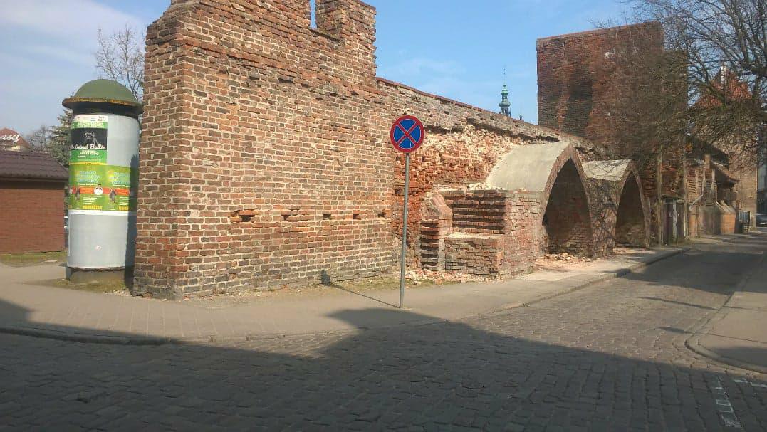 Po każdej zimie wymagają zabezpieczenia. Muzeum Gdańska rozpoczęło prace przy murach miejskich