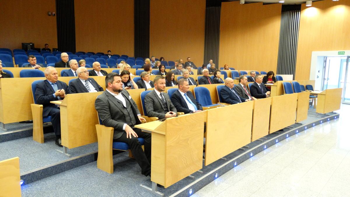 Nowi radni do Sejmiku Województwa Pomorskiego odebrali zaświadczenia o wyborze. Będzie aż 12 pań [LISTA]