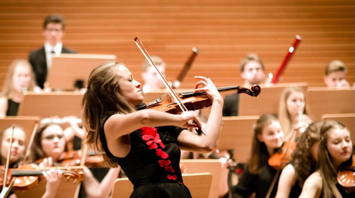 Debussy, Bizet i Saint-Saens – muzyczna podróż do Francji. Koncert w słupskiej filharmonii