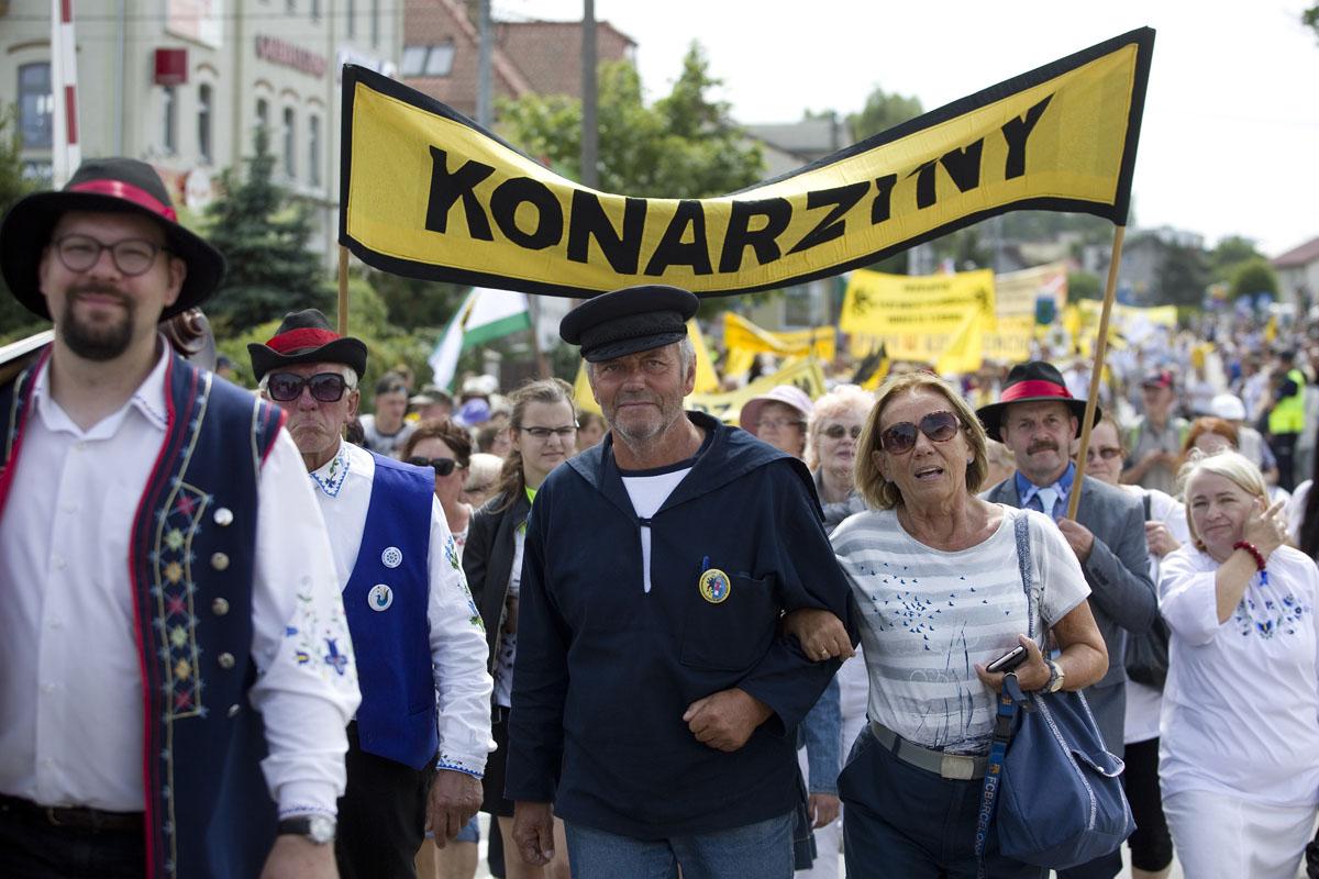 Tysiące osób na Światowym Zjeździe Kaszubów w Luzinie. Przyjechali nawet z Ekwadoru [ZDJĘCIA]