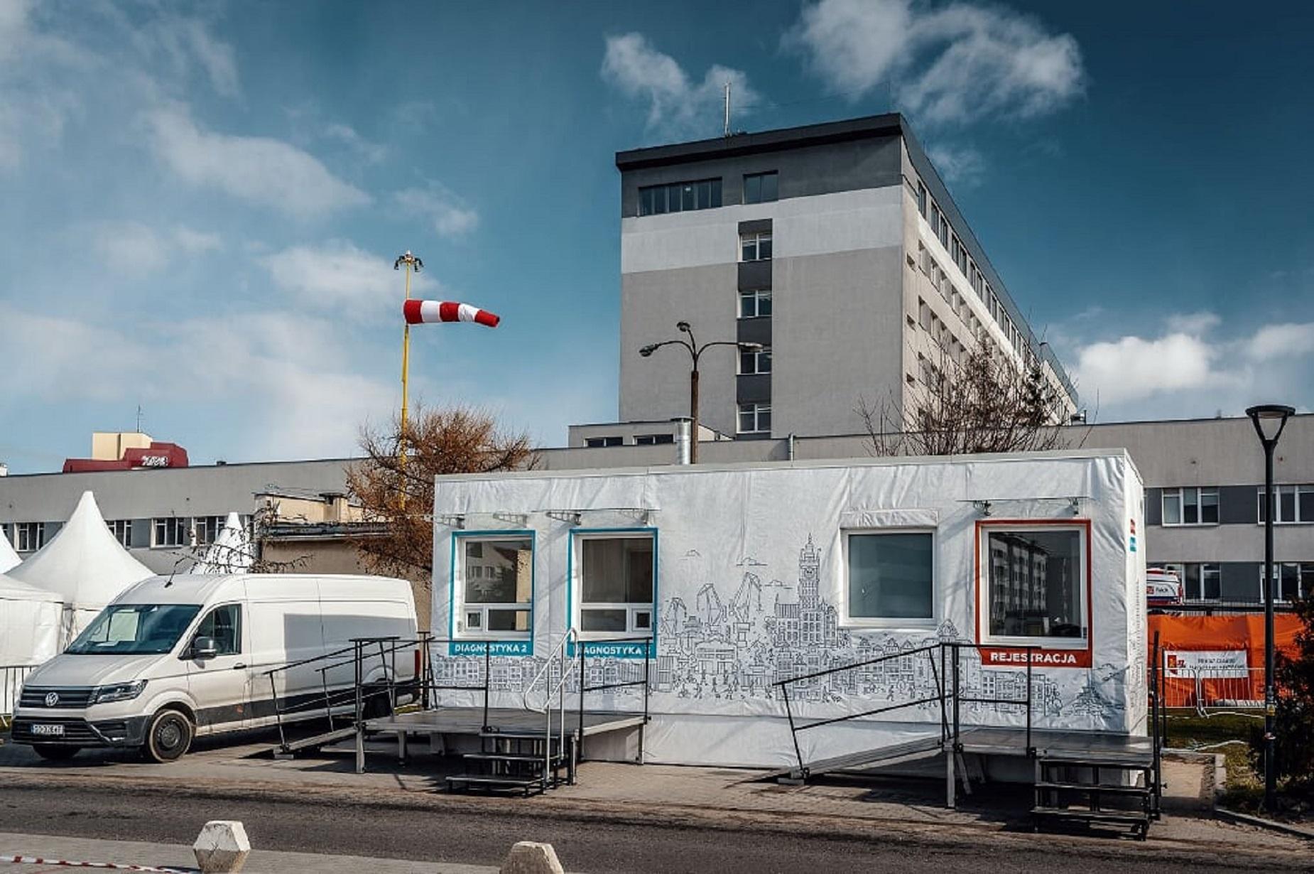Moduł diagnostyczny do testów na COVID-19 przy szpitalu na gdańskiej Zaspie. To pierwszy taki obiekt w Polsce