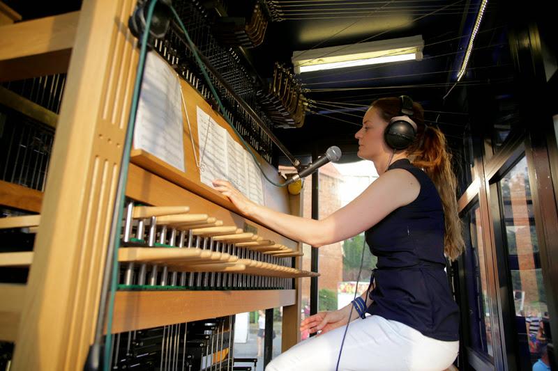 """Gdzie i kiedy można posłuchać muzyki gdańskich wież? Koncerty carillonu mobilnego """"Gdańsk"""""""
