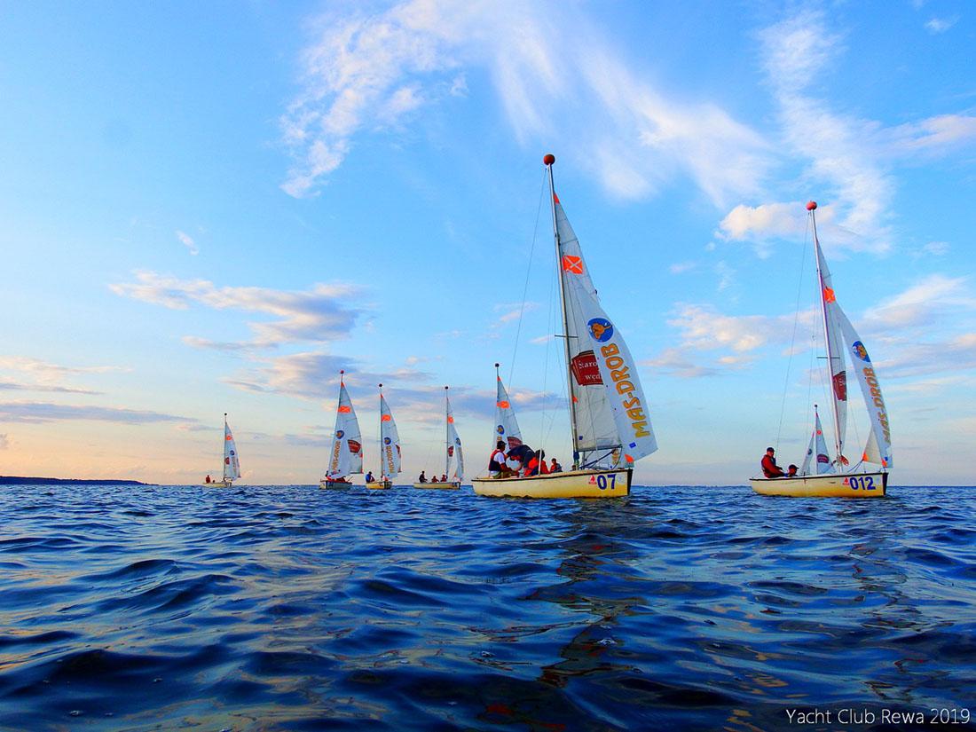 Zobacz, jak samorządowcy radzą sobie w żeglarstwie. Regaty Gmin Województwa Pomorskiego w Rewie