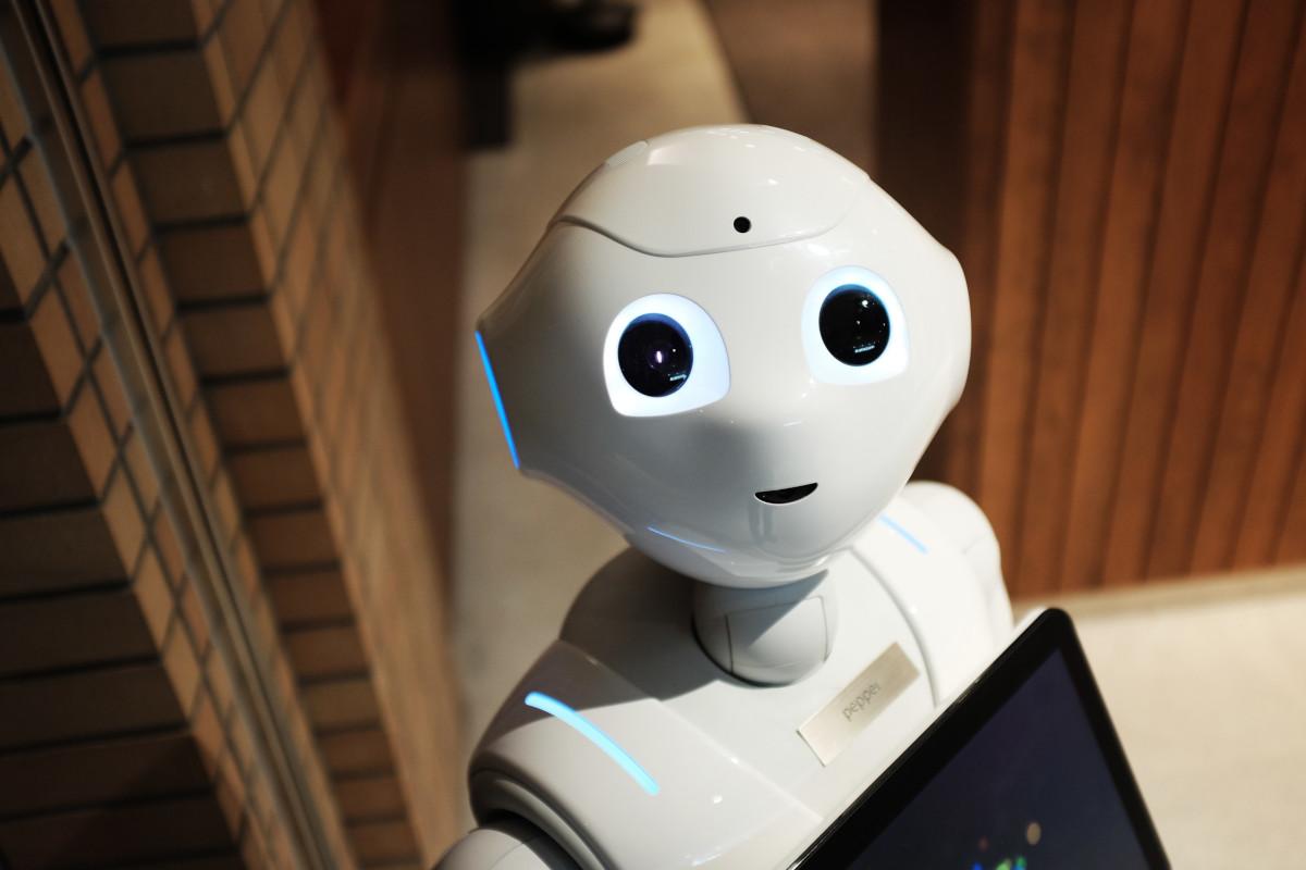 Czy robot potrzebuje terapeuty? Czym zajmuje się haker zdrowia? Zobacz, jakie zawody powstaną w przyszłości [RAPORT]