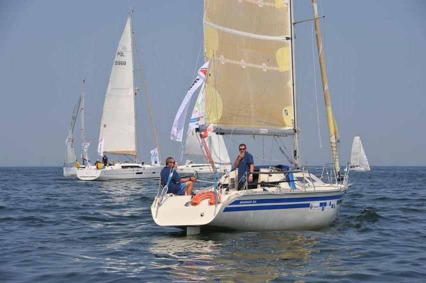 Regaty jachtów na Bałtyku. Dwosobowe załogi na starcie
