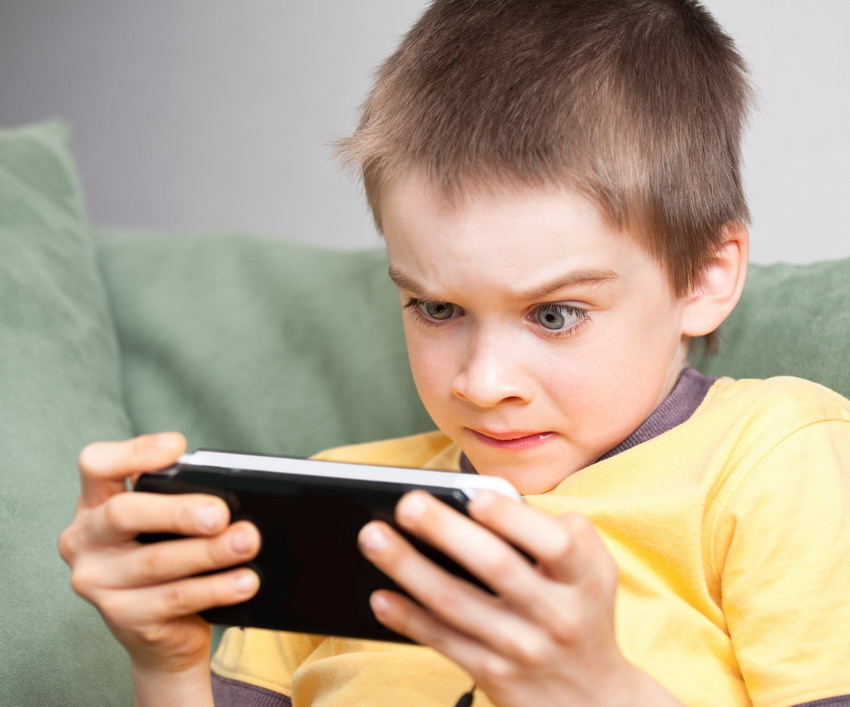 Uzależnienie od telefonu, internetu, komputera – coraz więcej dorosłych i dzieci ma z tym problem. Jak sobie radzić z fonoholizmem?
