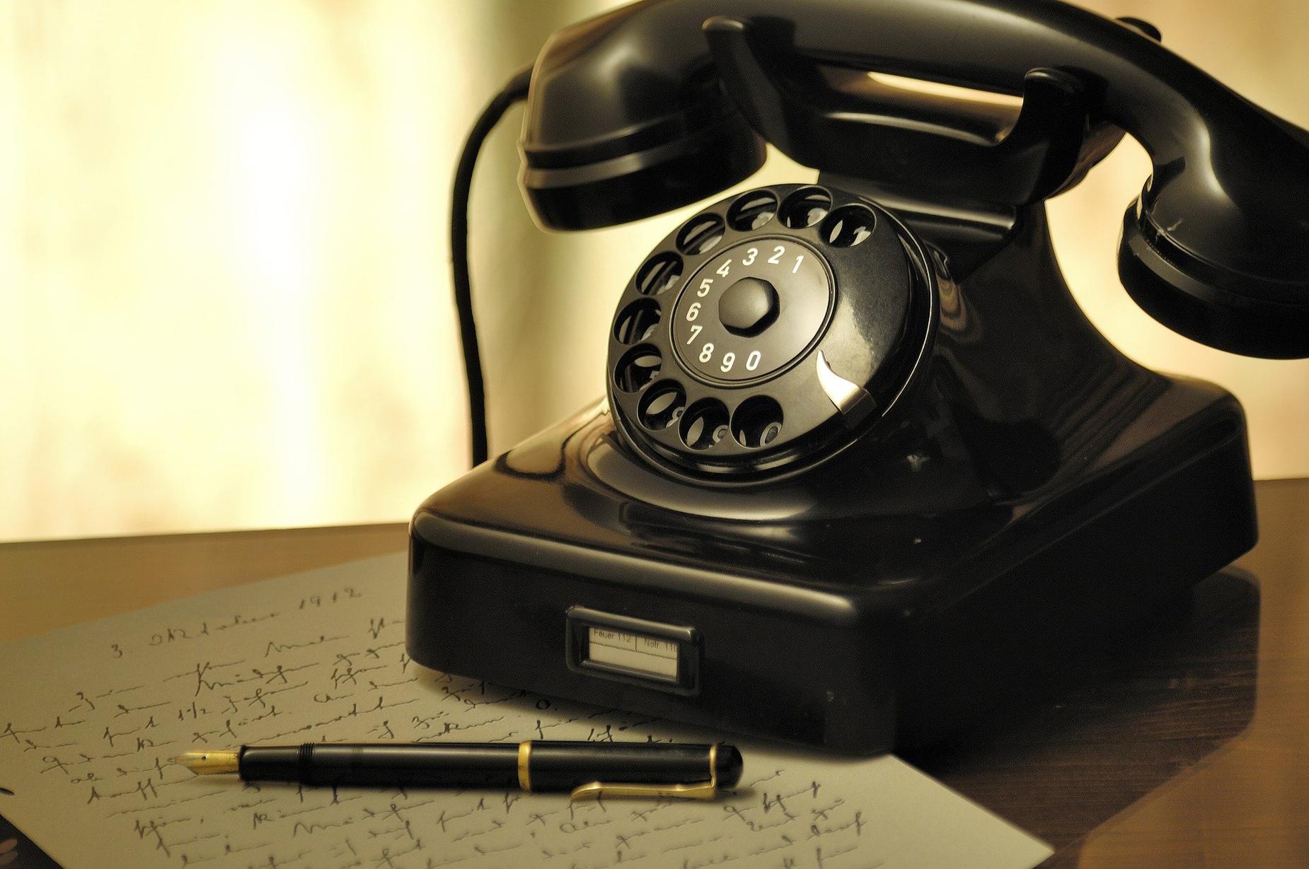 Seniorze, czujesz się samotny? Potrzebujesz rozmowy lub pomocy? Zadzwoń na specjalny telefon