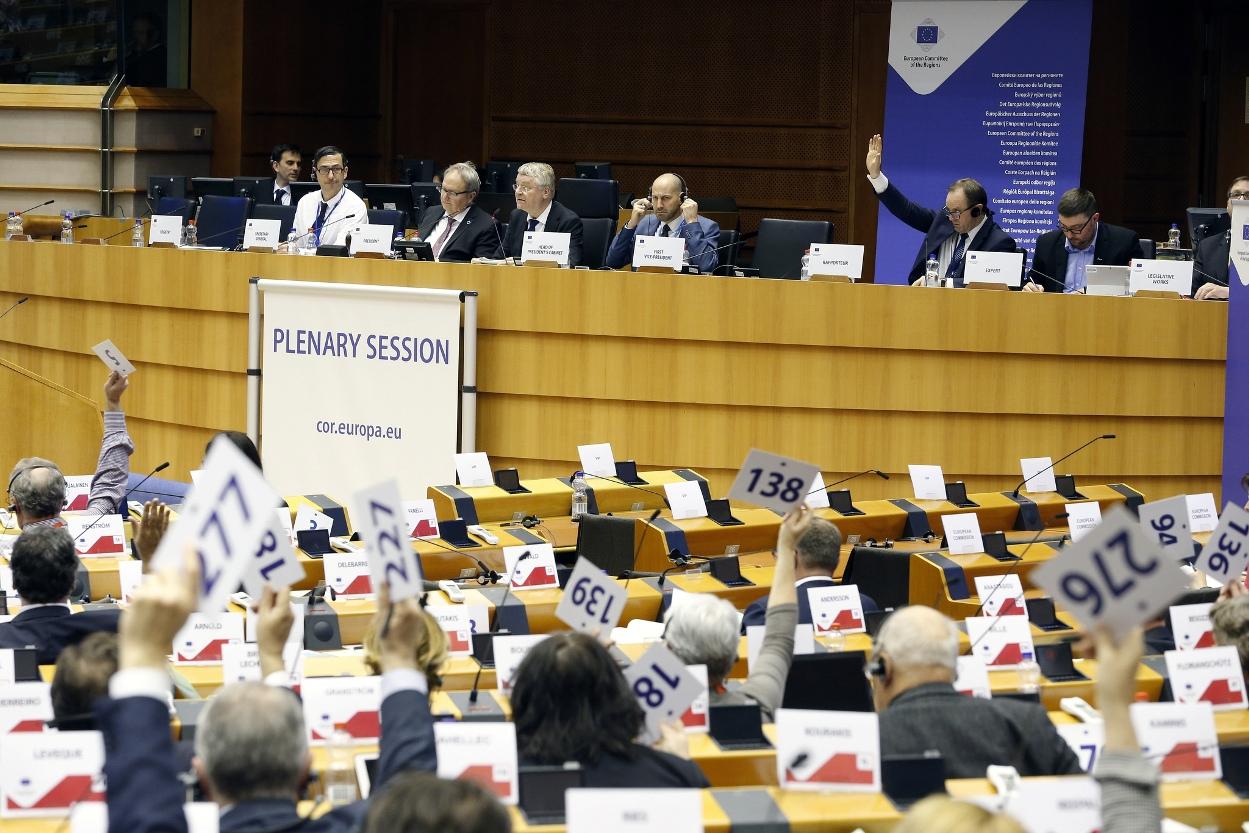 """""""Polityka spójności musi nadal inwestować we wszystkie regiony UE"""". Opinia marszałka Struka przyjęta przez Komitet Regionów"""