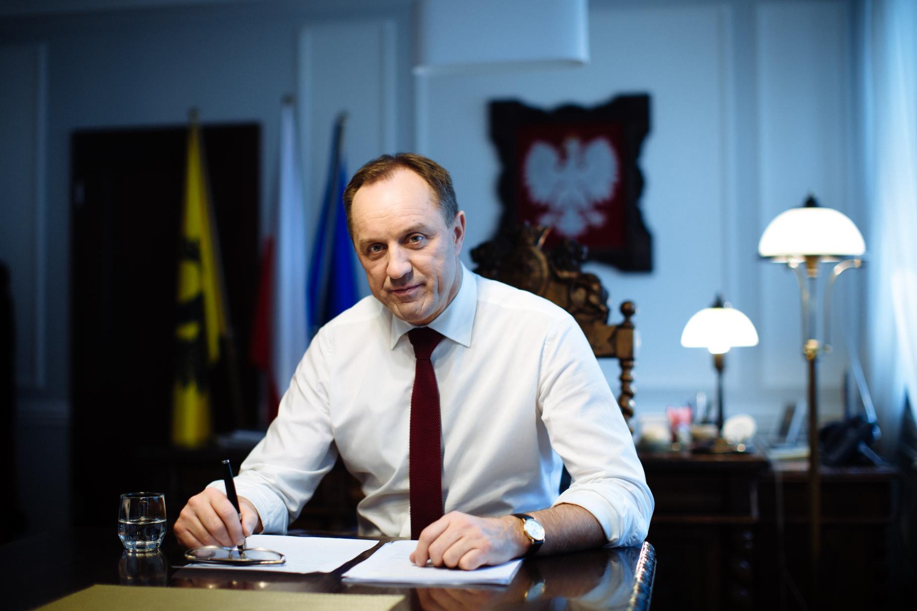 Ten kryzys pokazał siłę lokalnych wspólnot – Rozmowa z marszałkiem województwa pomorskiego Mieczysławem Strukiem
