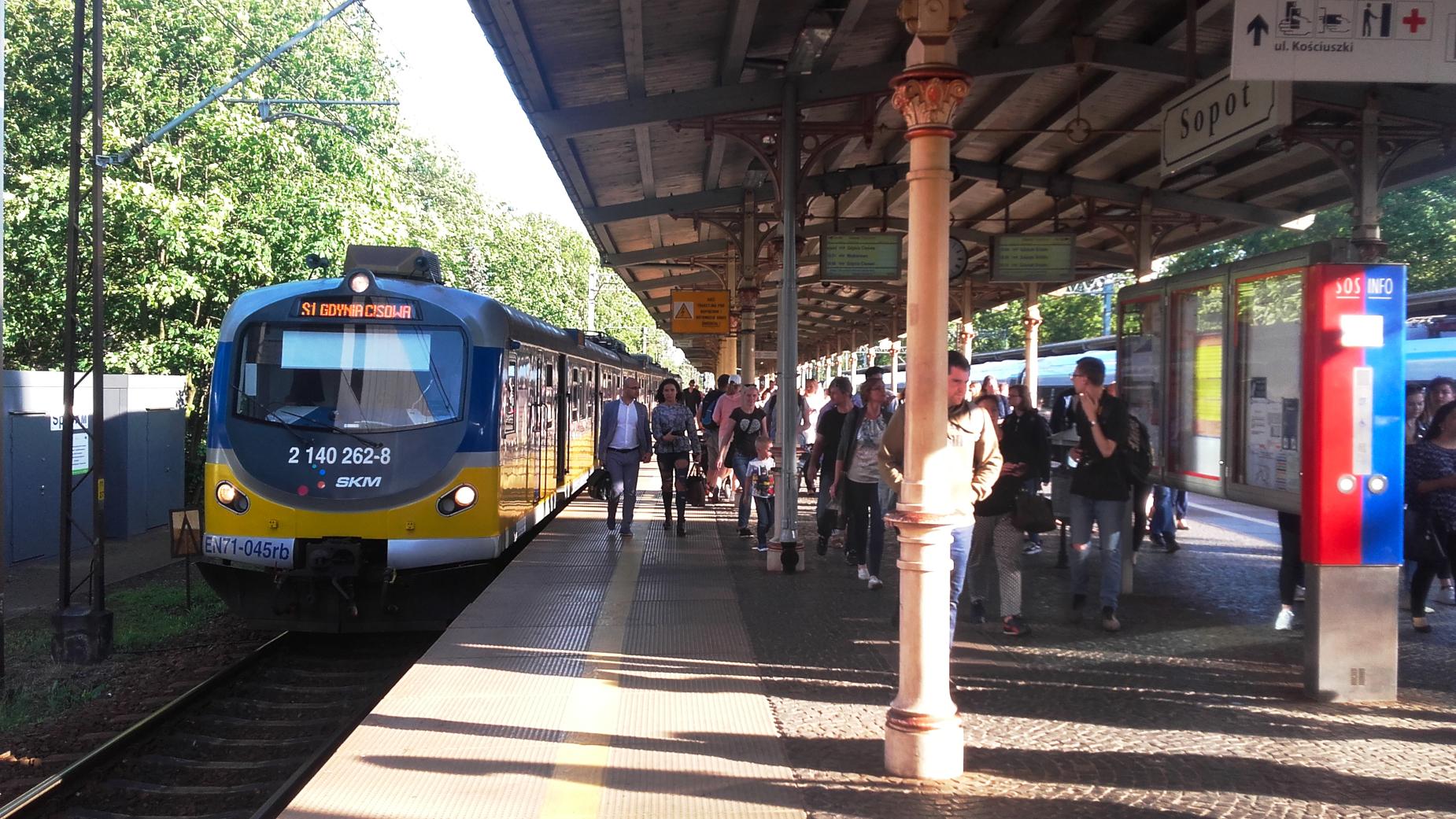 Pociągi pojadą co 10 minut lub częściej. Od 1 lipca na tory wyjedzie więcej składów Szybkiej Kolei Miejskiej