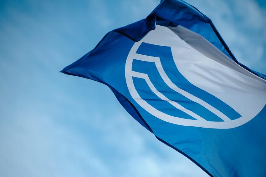 Na gdańskich plażach można czuć się bezpiecznie. Zobacz, które kąpieliska i przystanie mają Błękitną Flagę