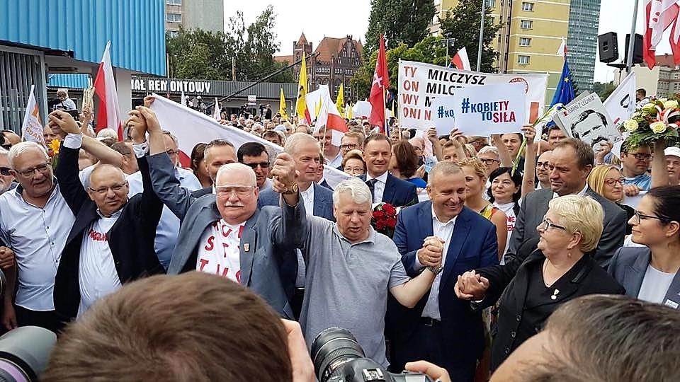 """""""Mury runęły dzięki idei Solidarności"""". Obchody 39. rocznicy podpisania Porozumień sierpniowych"""