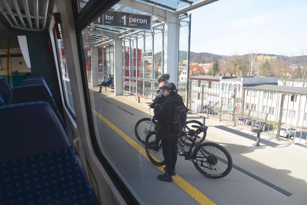 Rower jest OK! Ale o tych zasadach musisz wiedzieć, zanim wsiądziesz z nim do pociągu