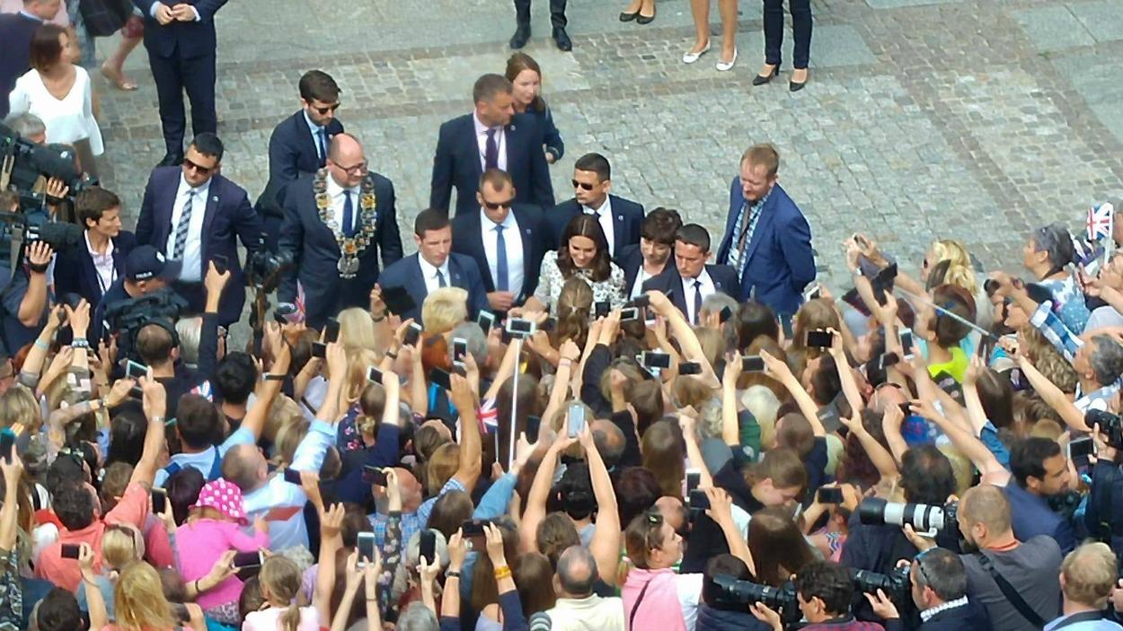 Księżna Kate wita się z gdańszczanami