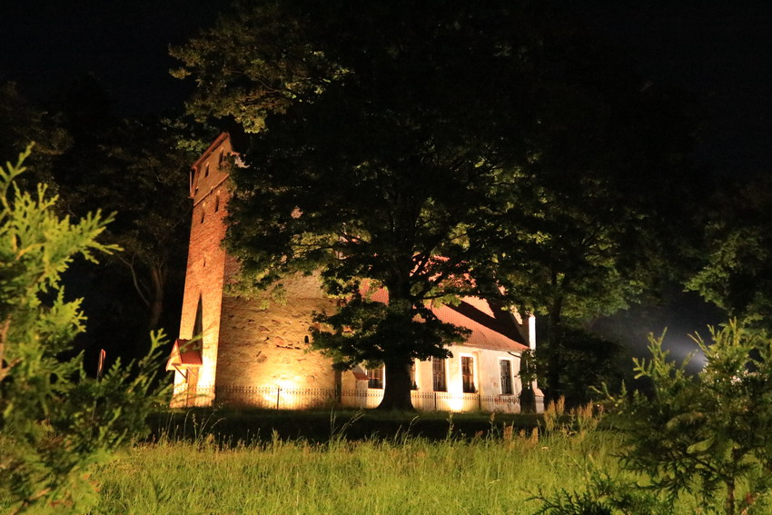 Z reflektorem w mroki przeszłości. Tajemnice kościoła w Zimowiskach