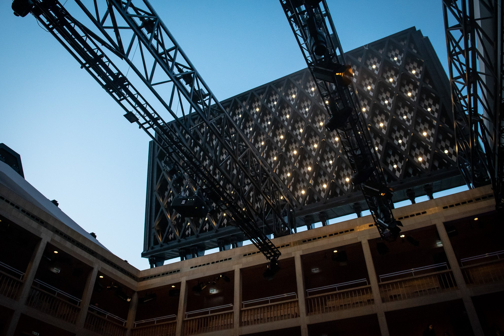 Czy interesuje cię, jakie tajemnice skrywa Teatr Szekspirowski? Jeśli tak, to odkryj je podczas zwiedzania