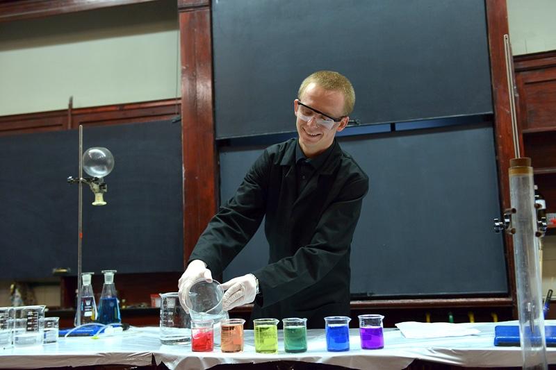 Ręcznie wykonane kosmetyki, tornado z próbówki i pokazy robotów Lego [DNI OTWARTE POMORSKICH UCZELNI]