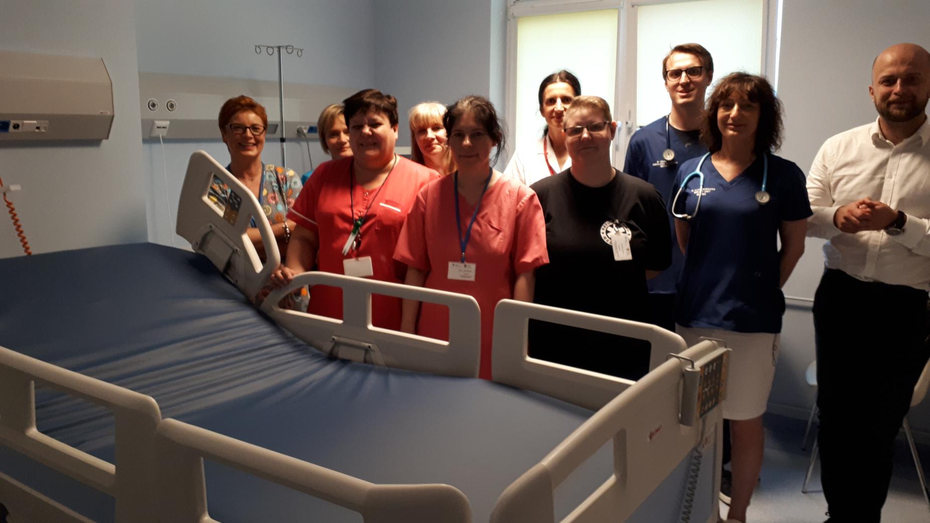 Nowe łóżka dla chorych na raka trafiły do gdyńskiego szpitala. To dar Fundacji im. św. Patryka