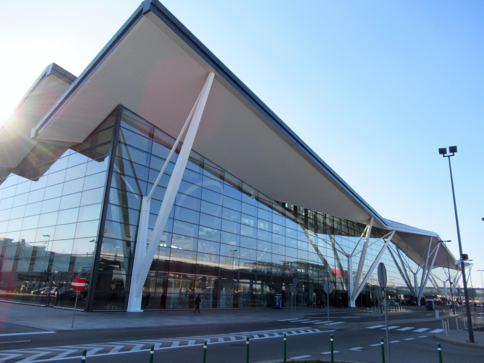 Coraz więcej pasażerów na gdańskim lotnisku