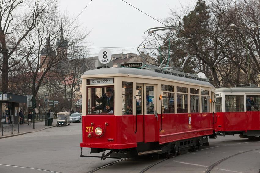 Gdański tramwaj jeździ po Krakowie. Wygląda jak z lat 60. XX wieku