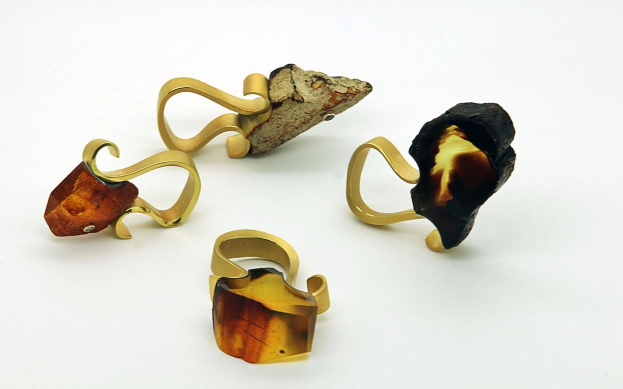Pierścienie, wisiory i… okulary. Zobacz prace jubilerskie nagrodzone podczas targów Amberif