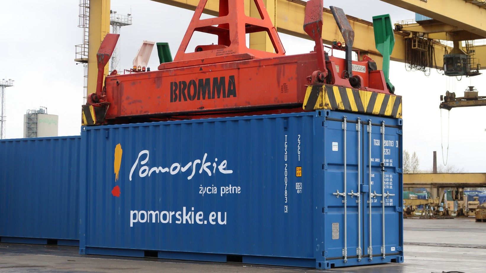 CONTAINERS WILL SHIP UP THE VISTULA. AS A TEST, FOR NOW