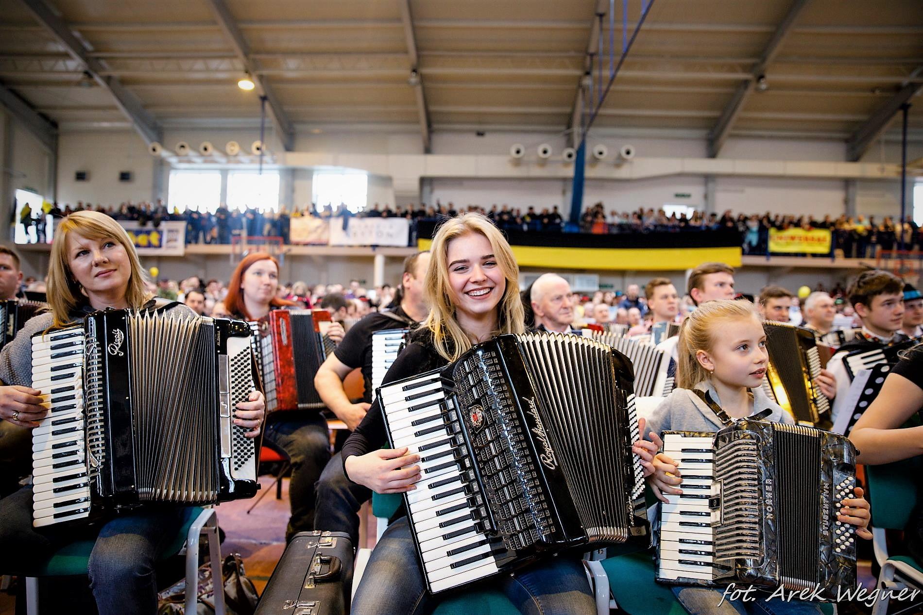 Największa orkiestra akordeonowa w Polsce zagrała w Żukowie. Dzień Jedności Kaszubów [FILM I FOTO]